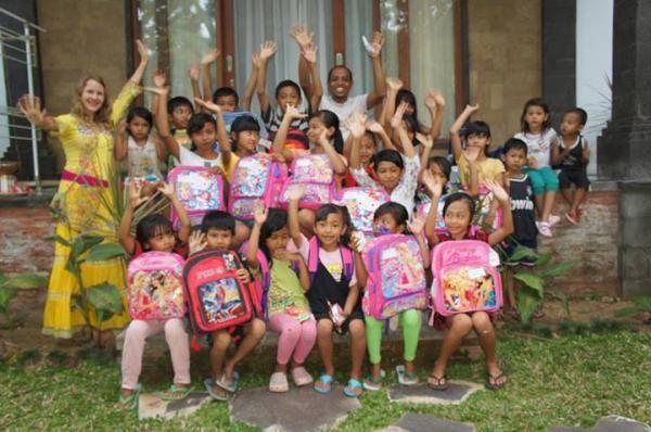 Анжеліка і діти Балі