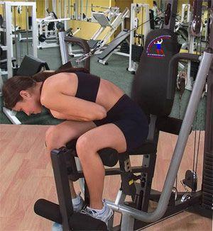 Тренуємо косі м`язи преса на тренажері.