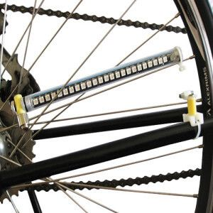 Як підтягнути спиці для велосипеда, використовуючи шпицевий ключ.