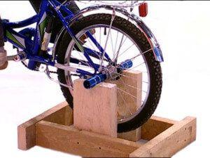 велостанок на дерев`яній підставці