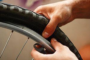 Як зняти покришку з колеса велосипеда