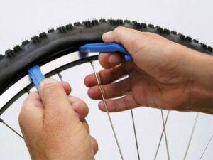 Бортування велоколес за допомогою монтажек