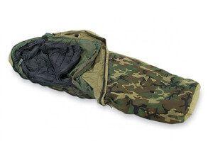 армійський спальний мішок камуфляжного кольору