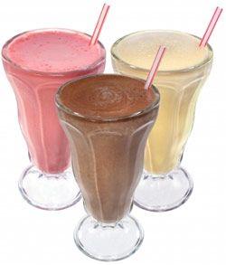 Білковий напій повноцінно замінить кілька прийомів їжі бодибилдеру.
