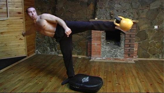 Комплекс вправ з гирями для бійців