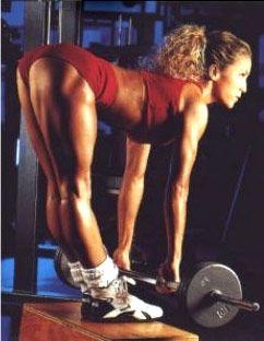 Станова тяга на прямих ногах качає біцепс стегна.