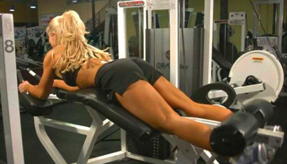 Кращі вправи на біцепс стегна