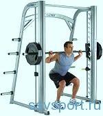Тренажери для ніг і сідниць в спортзалі
