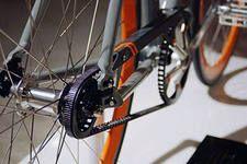 Прокручуються педалі на велосипеді або злітає ланцюг