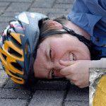 Велошлем захищає при падінні