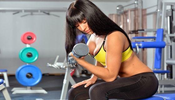 Види основних вправ для жінок в тренажерному залі